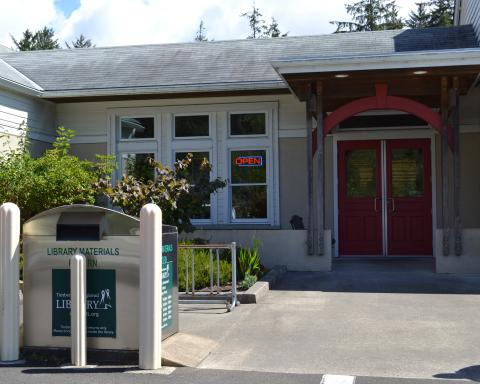 Exterior shot of the Ilwaco Timberland Library