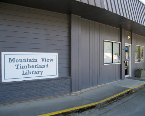 Exterior shot of the Mountain View Timberland Library