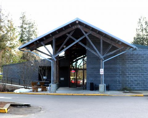 Exterior shot of the North Mason Timberland Library