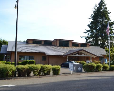 Exterior shot of the Shelton Timberland Library