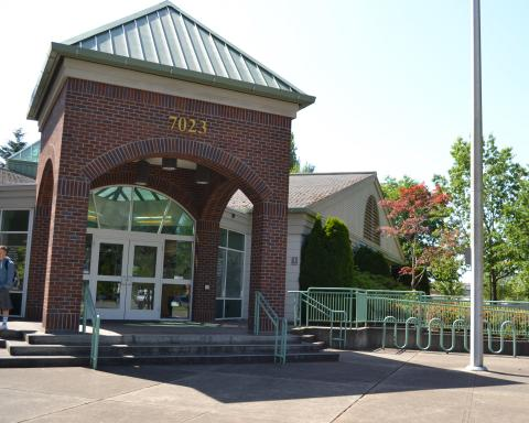 Exterior shot of the Tumwater Timberland Library